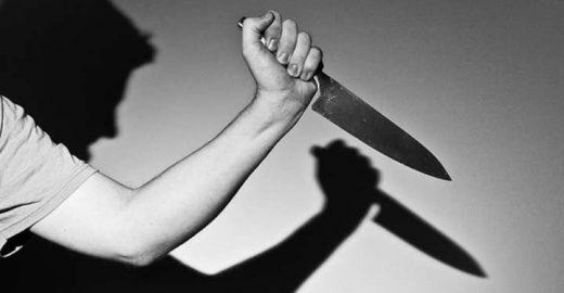 Homem mata mulher a facadas e manda foto em grupo de WhatsApp