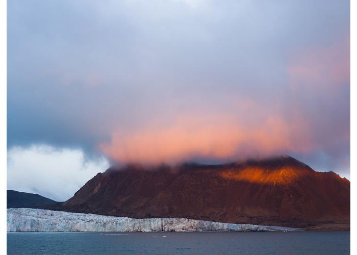 Para o projeto contra o desaparecimento das geleiras, foto do fiorde de Hornsund, no sul da costa ocidental da ilha norueguesa Spitsbergen, no arquipélago das Svalbard