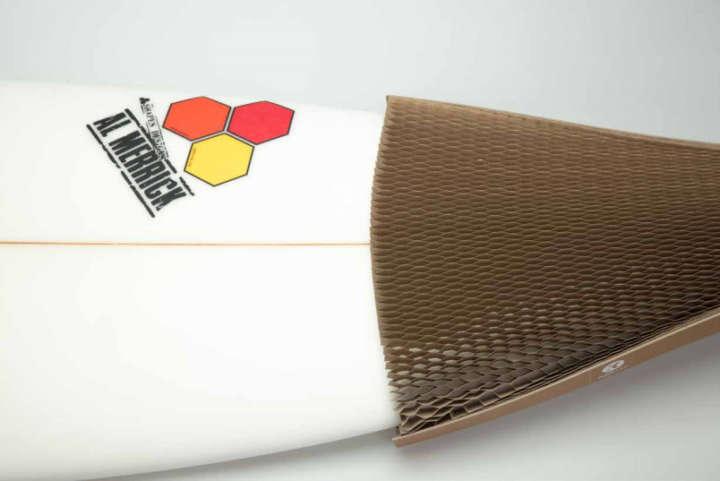 O design garante um produto bastante resistente, mesmo sendo de papelão