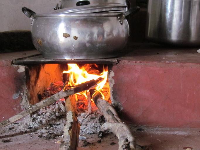 Alta do gás obrigou 1,2 mi de domicílios a usar lenha ou carvão