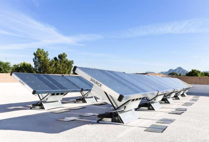 Cada painel solar produz até 5 litros de água, retirada do próprio ar
