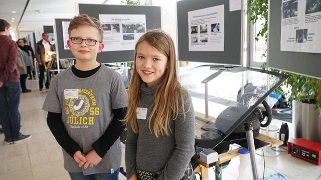 Daniel e Lara, os inventores-mirins do sistema de reaproveitamento de água da chuva para limpar o para-brisa