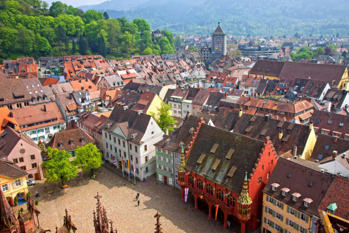 A cidade de Freiburg, que quer reduzir a quantidade de copos de café jogados fora