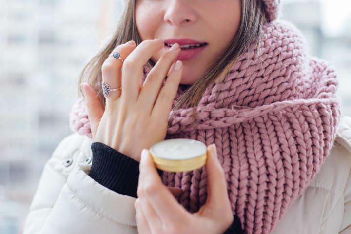 Saiba como fazer 4 tipos de hidratantes labiais caseiros