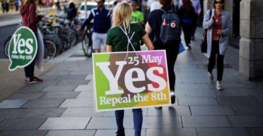 Mais de 66% dos irlandeses votam 'sim' pela legalização do aborto