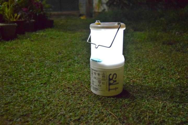 Luminária de água salgada criada nas Filipinas custa R$ 70