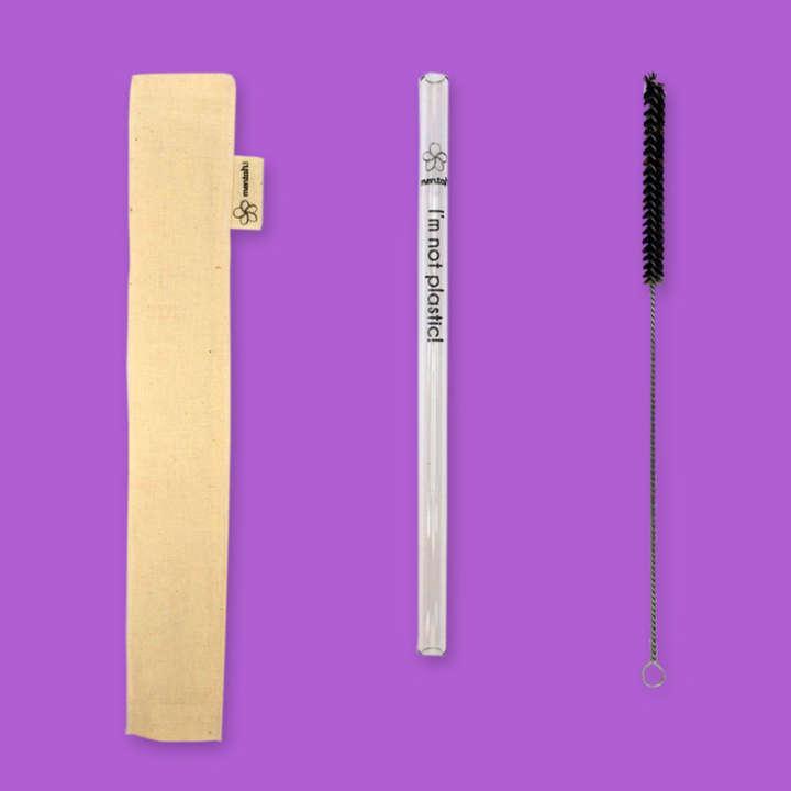 O kit do canudo reutilizável de vidro inclui uma capinha protetora e uma escova de limpeza
