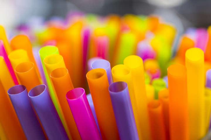 Canudos de plástico demoram dezenas de anos para se decompor