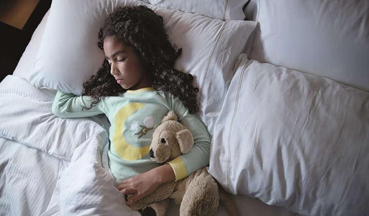 A reciclagem de roupa de cama hoteleira beneficia crianças em situação de vulnerabilidade social