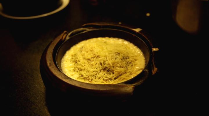 Spaghetti al formaggio com molho branco