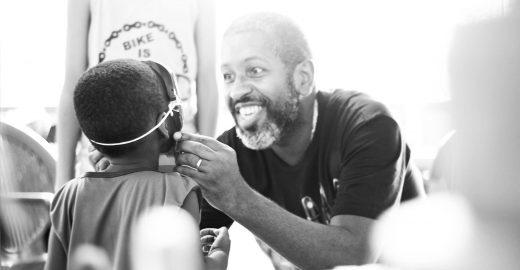 Curso online capacita homens para o envolvimento na saúde materno-infantil