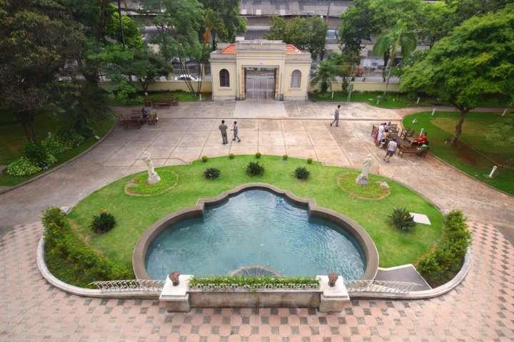 Os jardins dos Museus da Casa Brasileira e da Imigração são ótimos para selfies românticas