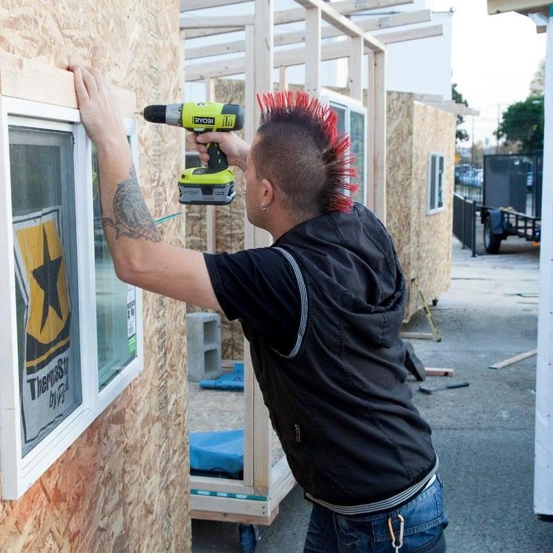 Summers em ação: já foram construídas 40 minicasas