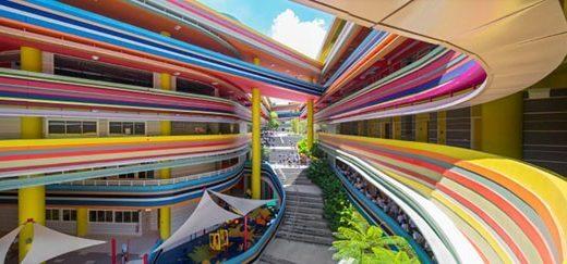 Após reforma, escola infantil ganha pintura ultracolorida