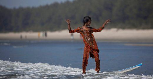 Meninas de Bangladesh usam surf para desafiar cultura machista