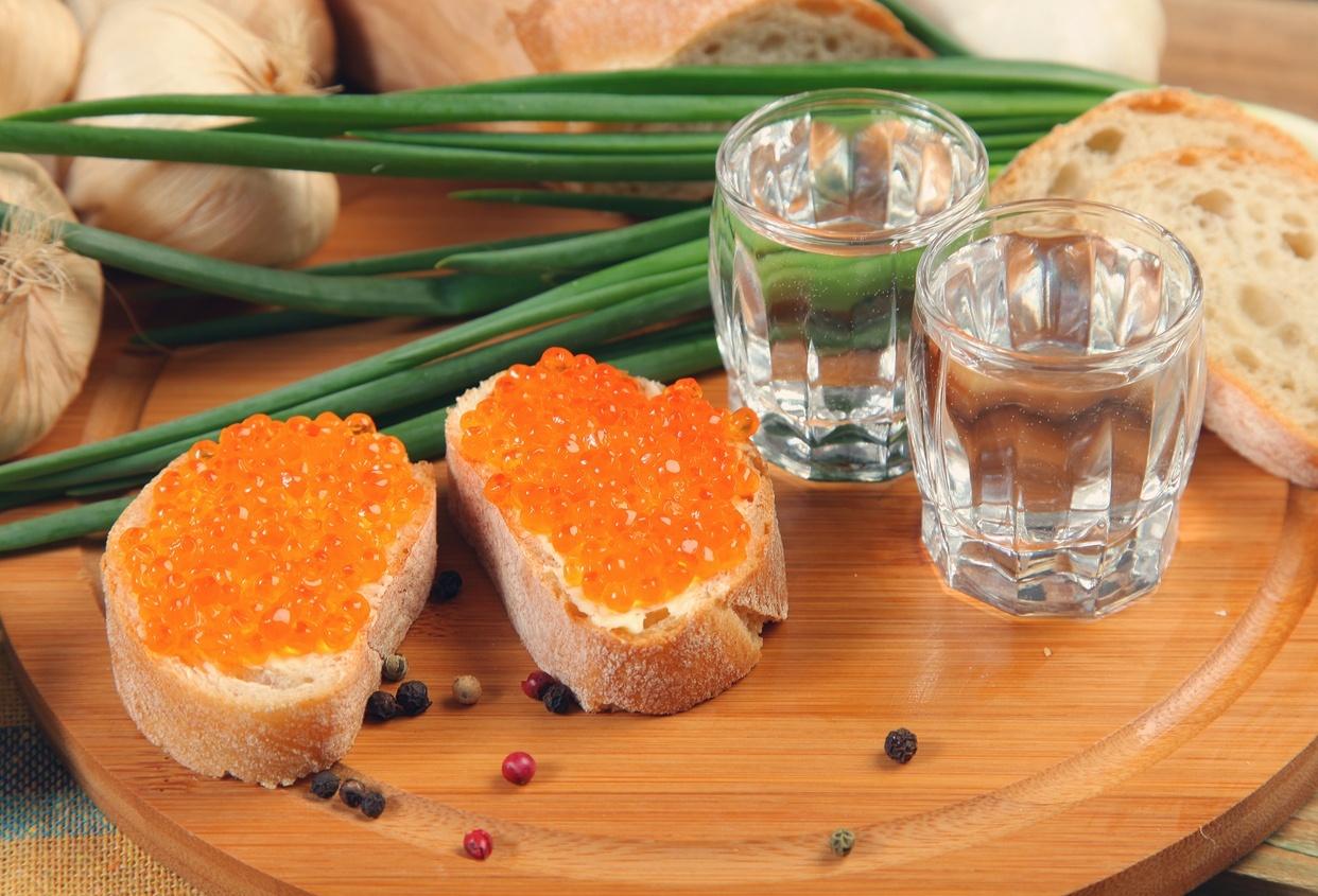 Vodca com canapé de caviar