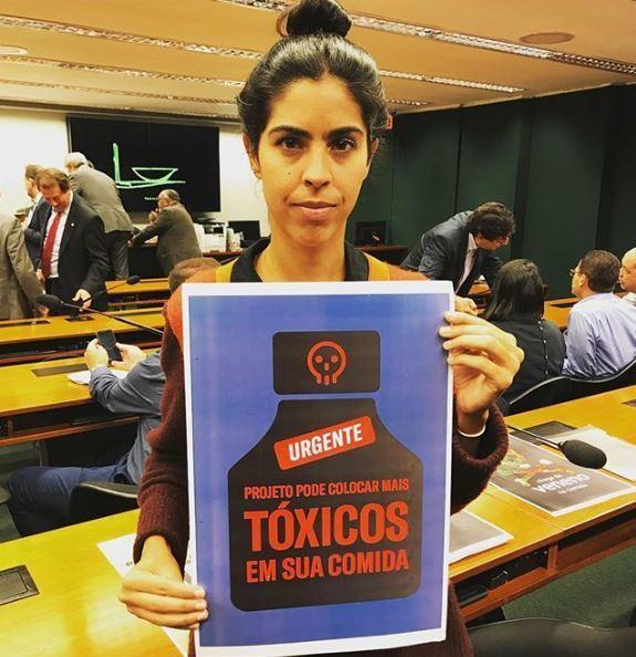 Bela Gil participa de campanha contra o projeto de lei
