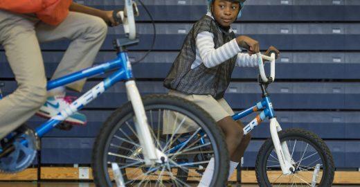 Em Washington, EUA, todas as crianças de escolas públicas aprenderão a andar de bicicleta