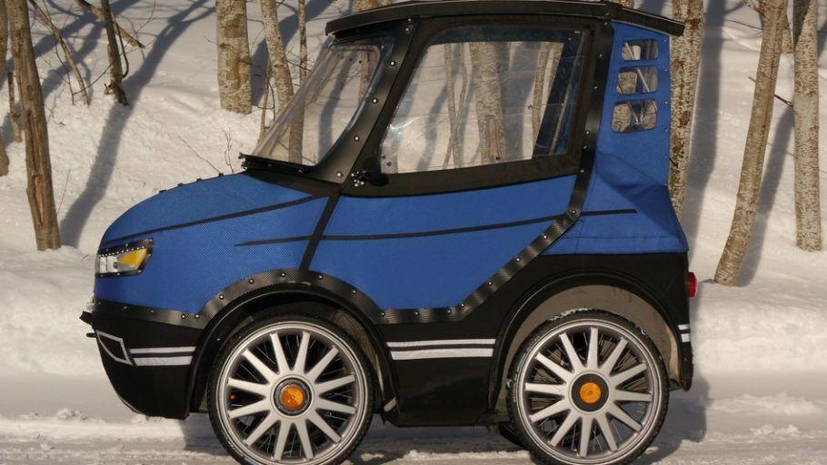 Parece um minicarro, mas é uma bicicleta elétrica