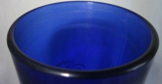 Projeto transforma garrafas de vidro em copos personalizados