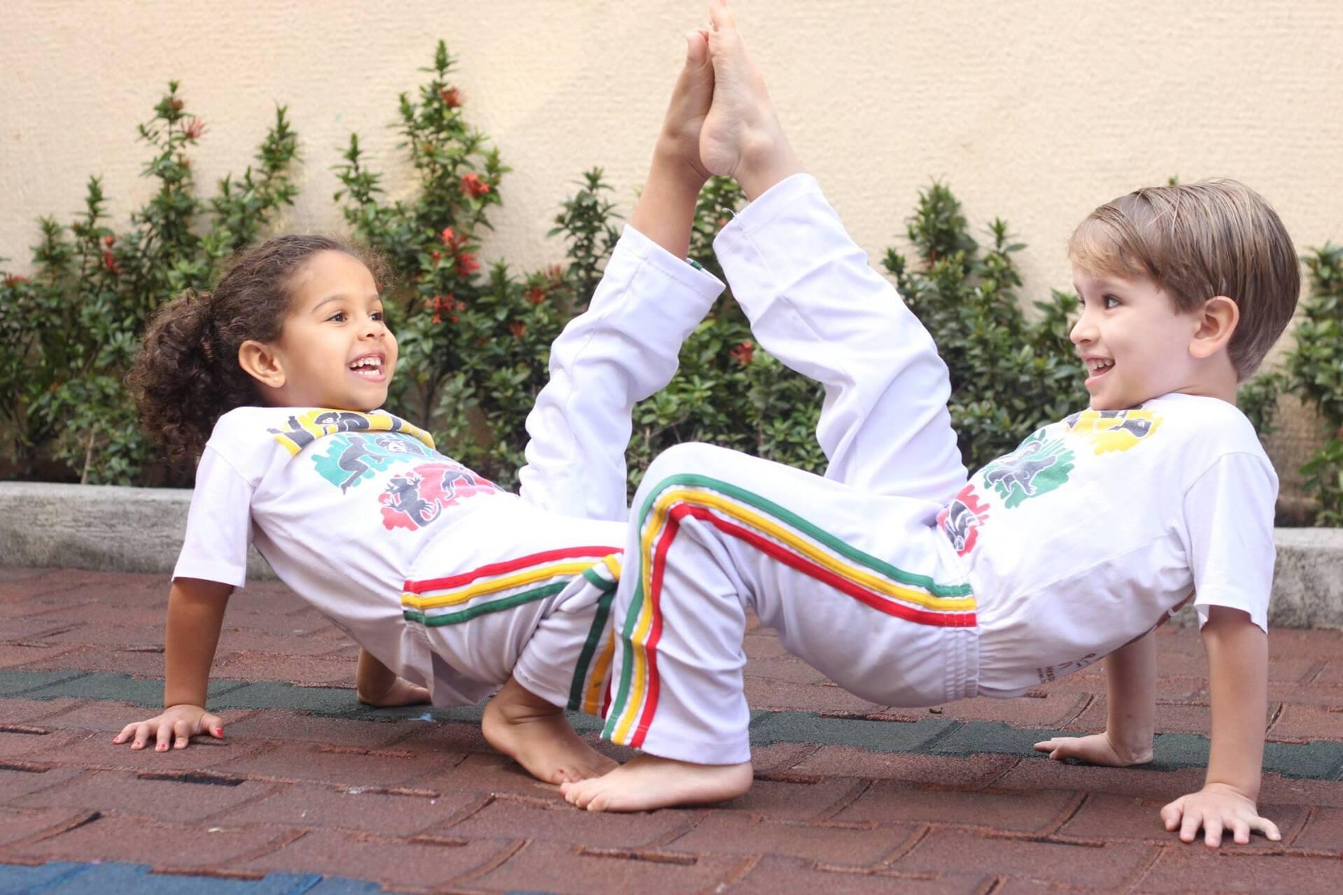 """5865b2d68af75 """"Levando em conta que a criança apreende o mundo através da experiência  concreta, a Capoeira se revela um meio privilegiado de aprendizagem por  colocar a ..."""