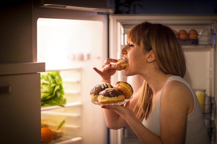 Compulsão alimentar: saiba identificar e como controlar