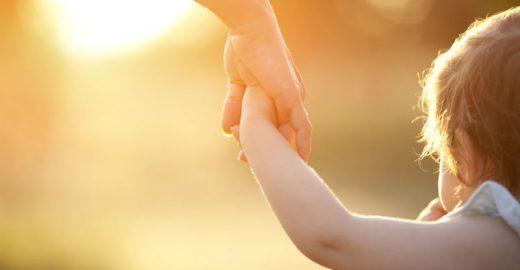Estudo diz que cuidar de bebês e crianças <br>torna os seres humanos mais inteligentes