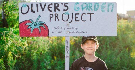 Menino de 6 anos planta orgânicos para ajudar outras crianças