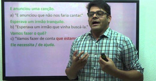Professor tira dúvidas de gramática em videoaulas no YouTube