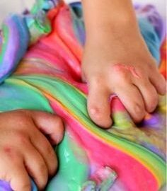Faça você mesmo: geleca colorida caseira