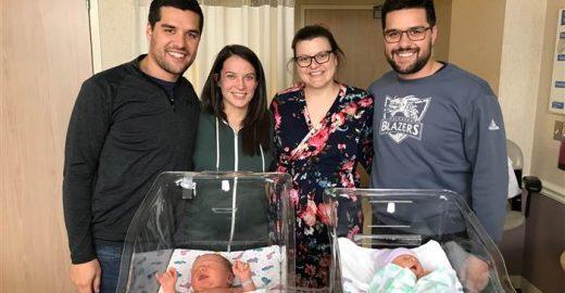 Conexão: eles são irmãos gêmeos e tiveram os filhos no mesmo dia