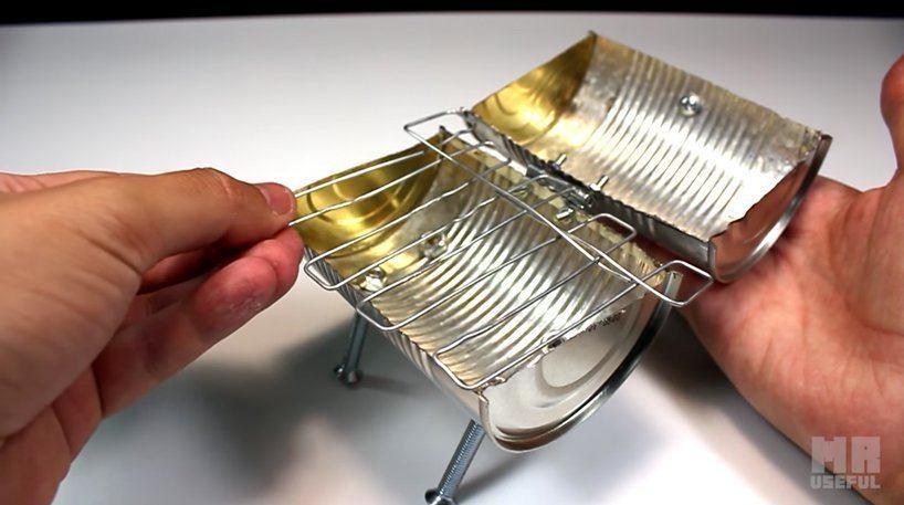 Uma lata de alumínio comum é a base da estrutura da minichurrasqueira