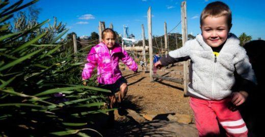 Parque que encoraja crianças a correrem riscos é eleito por arquitetos como o melhor da Austrália