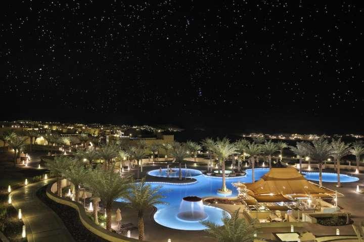 5 hotéis luxuosos no meio do deserto que você deveria conhecer