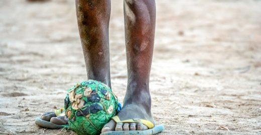 Pobreza atinge 17,3 milhões de crianças e jovens brasileiros