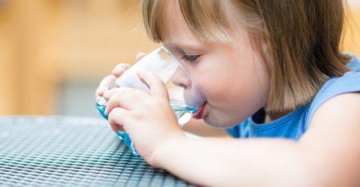 Marcas de refrigerante e suco artificial vão parar de fazer comerciais para crianças