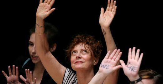 Atriz Susan Sarandon é presa ao protestar contra Trump