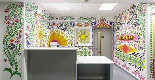 Em Londres, artistas transformam hospital infantil