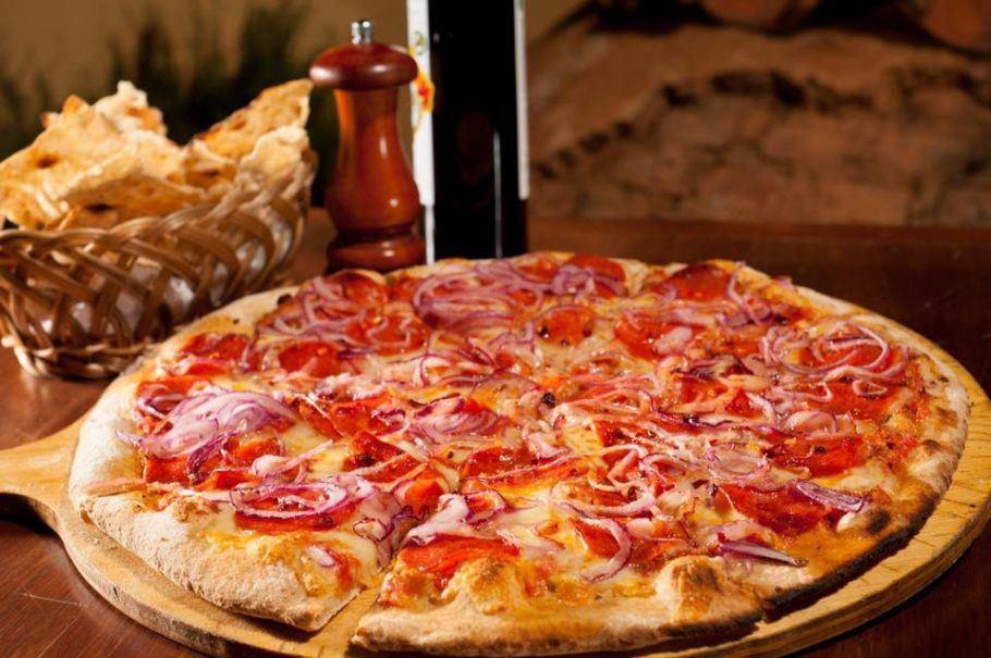 Pizza da Dona Rosa Pizzaria.
