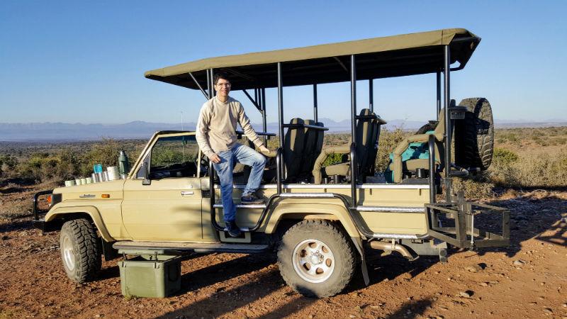 Os safáris são uma das formas de conhecer melhor com a vida selvagem