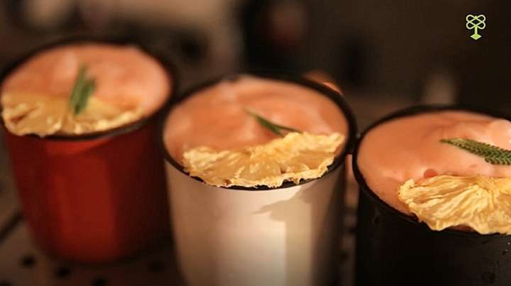 Dark Side of The Rum, faz referência ao disco do Pink Floyd com um coquetel que vai rum, coco, abacaxi e espuma de frutas vermelhas
