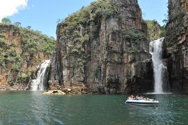 A dimensão do conjunto de lagos realmente impressiona: é quatro vezes maior que a baía de Guanabara
