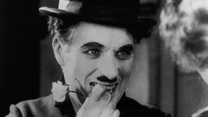 O personagem Carlitos foi criado em 1914 por Charles Chaplin e esteve presente em curtas e longas-metragens