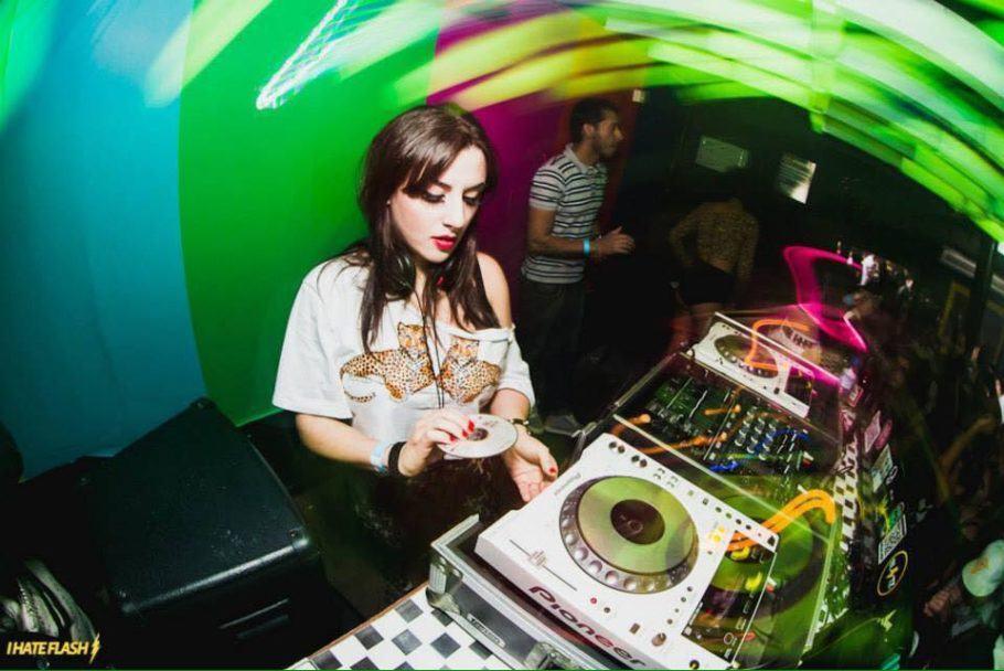 Caroline Morr é uma das DJs que se apresentam nas Festas NIX