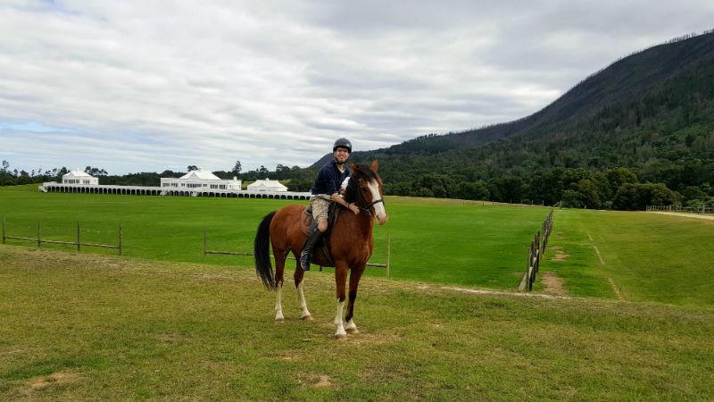 Fazer uma cavalgada é uma das atrações em The Crags