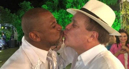 Chico Pinheiro é alvo de ataques homofóbicos por beijo em amigo