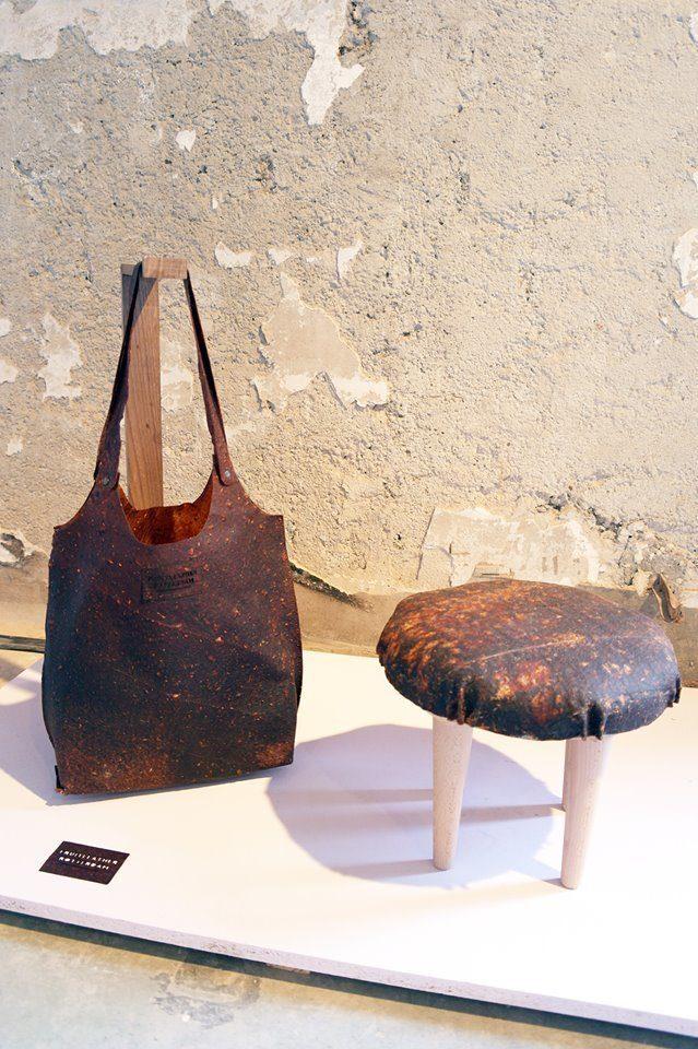 Bolsa e banquinho com o couro ecológico
