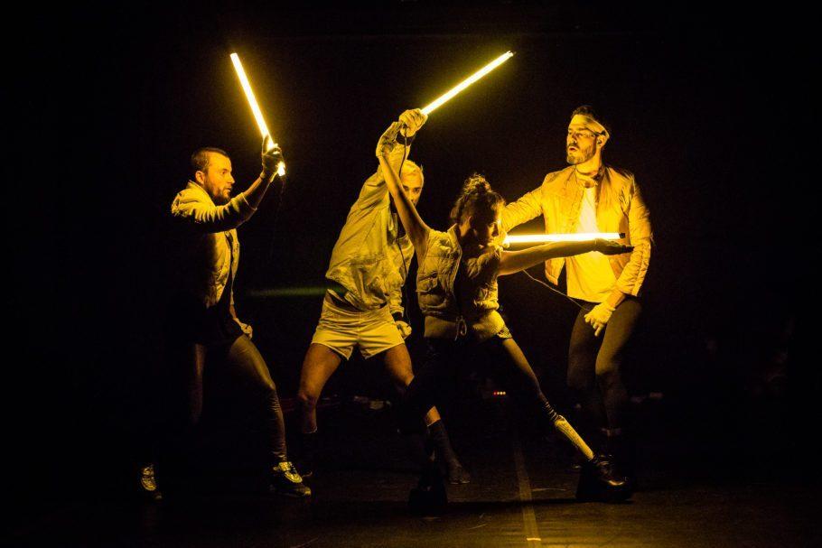 quatro bailarinos com