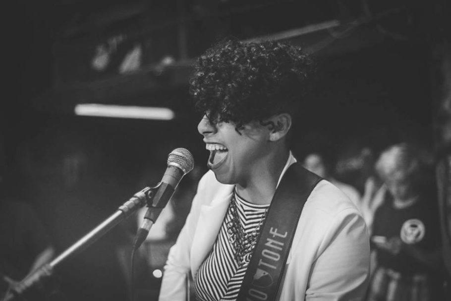 Dessa Brandão é uma das convidadas do Sarau das Mina Tudo do dia 31 de julho no JazzB
