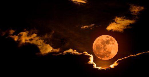 Eclipse lunar, a poderosa lua de sangue e suas influências